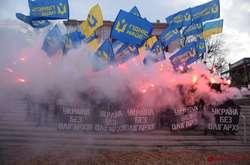 Фото: — Протестувальники скандували «Ні олігархату» і «Ні продажу землі»
