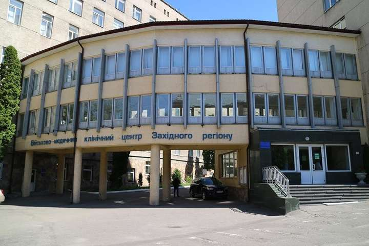 <br />У львівський військовий госпіталь привезли 13 поранених і трамованих військовослужбовців — У львівський госпіталь привезли 13 поранених військовослужбовців
