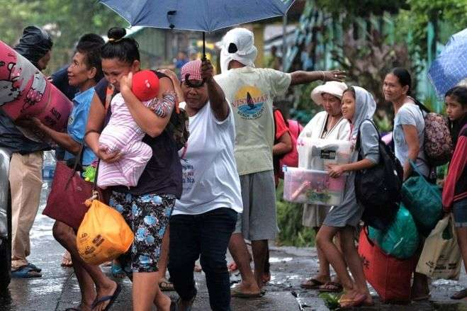 На Філіппінах через тайфун евакуювали 200 тисяч людей - На Філіппінах через тайфун евакуювали 200 тисяч людей
