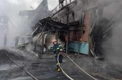 Фото: - Масштабна пожежа сталась на складахТОВ «ПластиКом»