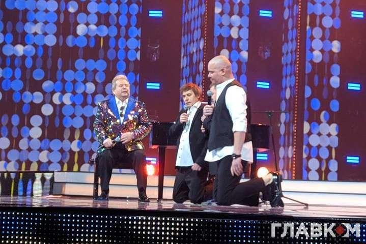 Артисты 95 Квартала стали на колени перед Михаилом Поплавским - 95 Квартал стал на колени перед Поплавским (фото)