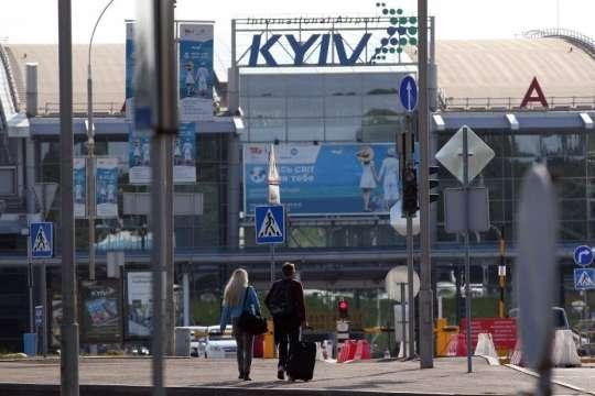 Пасажиропотік аеропорту «Київ» падає
