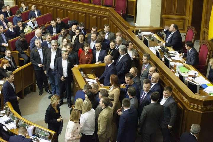 Три парламентські фракції закликають українців вийти 8 грудня на Майдан проти капітуляції