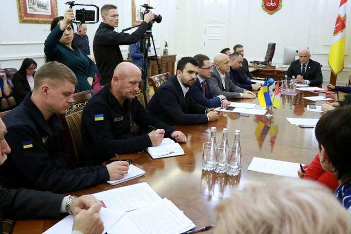 Мер Геннадій Труханов повідомив, що в Одесі створений міський оперативний штаб після пожежі у коледжі - В Одесі оголосили траур через смертельну пожежу у коледжі