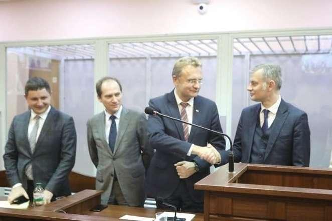 Андрія Садового відпустили на поруки - Суд змінив запобіжний захід Садовому