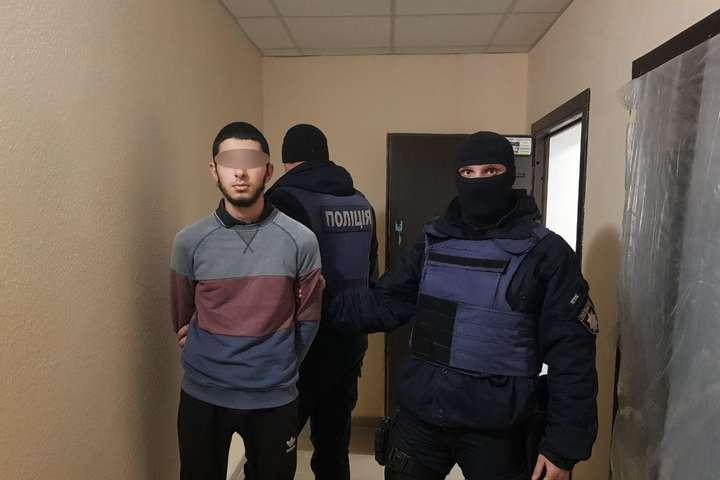 На подружжя пенсіонерів під Києвом вчинила розбійний напад банда іноземців, серед яких член ІДІЛ (фото)