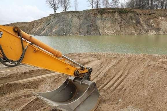 Депутат підозрюється у намиванні з київського озера піску на 32,5 млн грн