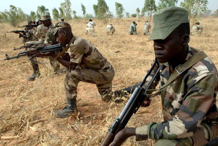 Бойовики у Нігерії захопили військовий табір: 70 людей загинули