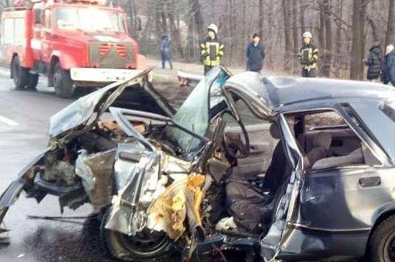 """<span lang=""""UK"""">Внаслідок удару автомобіль </span><span>Ford</span><span> <span lang=""""UK"""">зім'яло</span></span> — У Києві сталася смертельна ДТП: Ford зім'яло від удару (фото, відео)"""