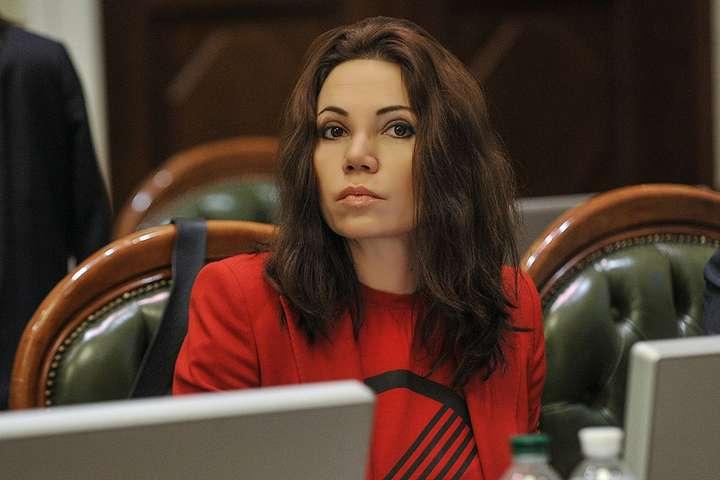 Народний депутат Вікторія Сюмар — Вікторія Сюмар: Майже всі власники великих телеканалів домовилися з владою