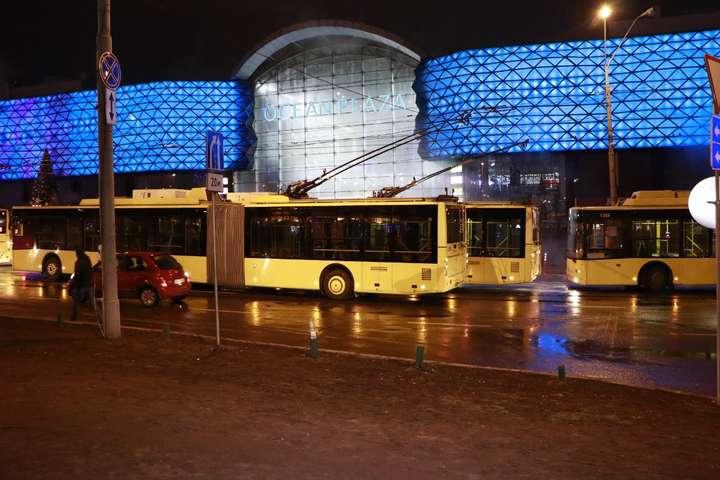 В Києві біля Ocean Plaza відновили рух транспорту