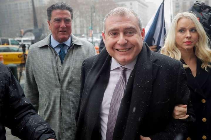 Лев Парнас і його дружина Світлана прибули у федеральний суд Манхеттена, Нью-Йорк, 2 грудня 2019 року - Соратник Джуліані звинуватив Трампа у брехні: він знав тиск на Україну