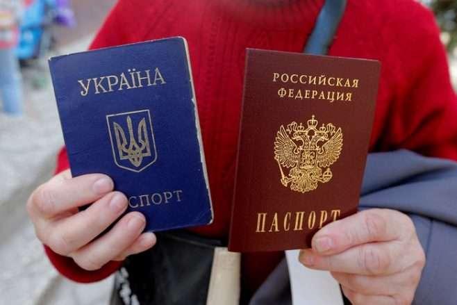 Роздача паспортів на окупованих територіях. Росія похвалилась цифрами