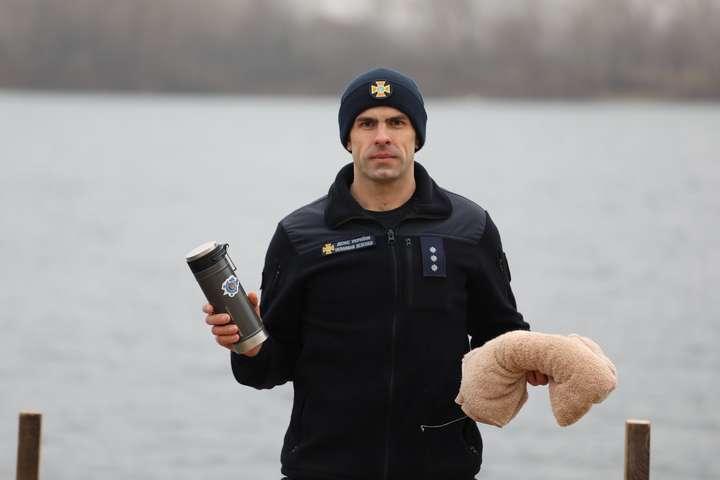 Рятувальники розказали і показали, як правильно провести обряд купання - Рятувальники показали киянам, як безпечно купатися на Водохреща (фото)
