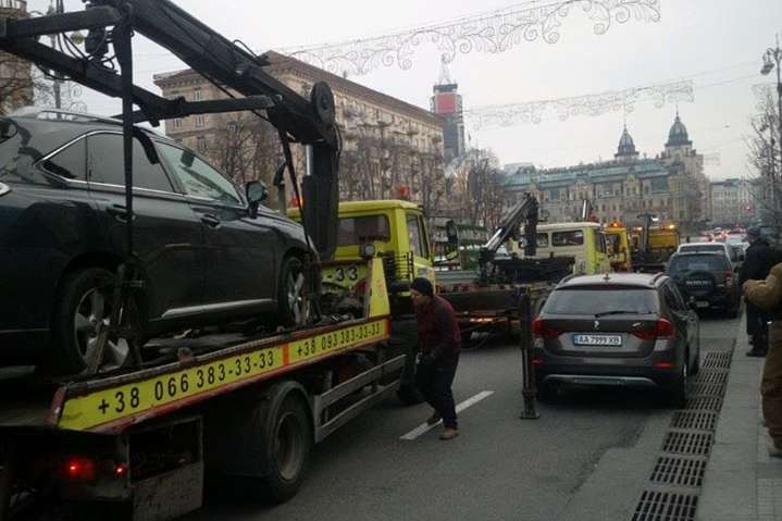 Евакуація автівок порушників: штрафмайданчики з'являться у центрі Києва