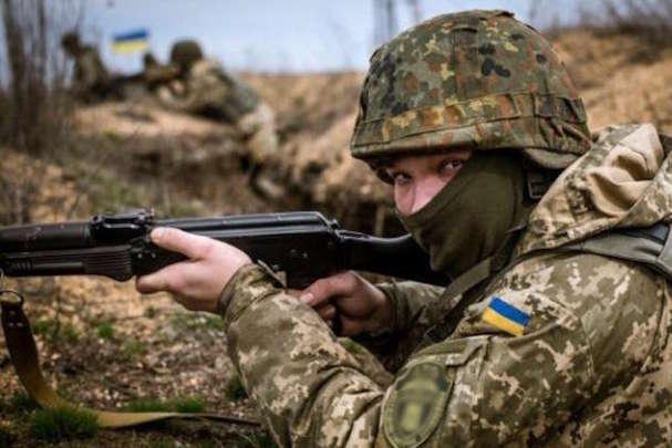 Доба на Донбасі: внаслідок ворожих обстрілів загинув ще один військовий