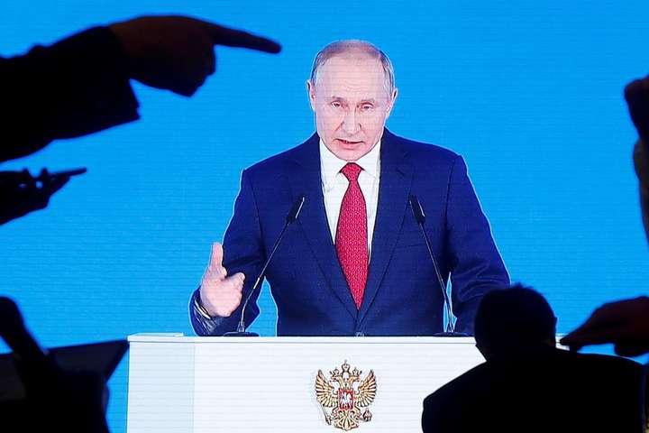 Що споріднює збитий український літак в Ірані і Конституцію в Росії