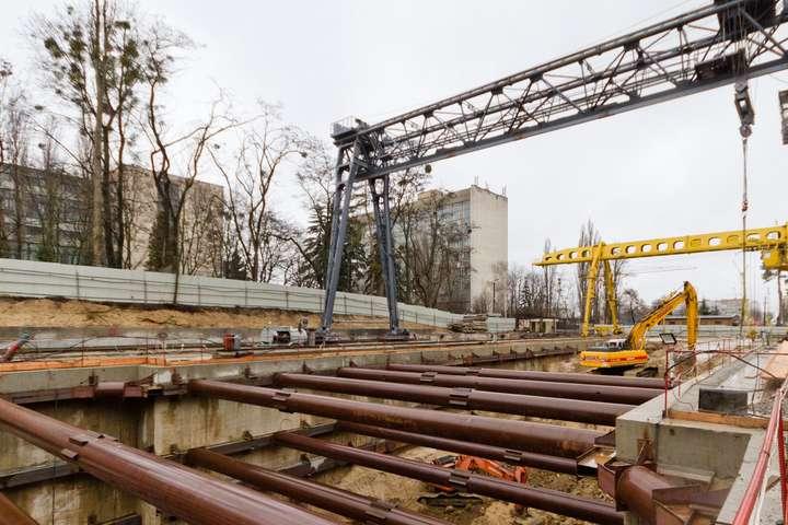 Терміни будівництва метро на Виноградар зірвано — Розкрадання коштів на будівництво метро: рахунки «Київметробуду» заарештовано