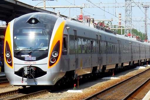 Також популярністю в українців користувалися потяги до Варшави та Риги, - Укрзалізниця - В Укрзалізниці повідомили, що українці почали частіше їздити до ЄС залізницею
