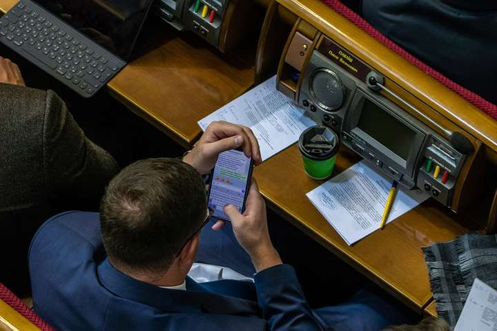 <p>Нардеп Павло Павліш не вперше потрапляє в скандал з листуванням на телефоні</p> - «Тут можна добре прибарахлитися, онукам вистачить». У мережу потрапила чергова переписка «слуг народу» (фото)