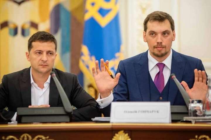 Володимир Зеленський та Олексій Гончарук - Зеленський не прийняв відставку Гончарука, бо він – «хороша машина»