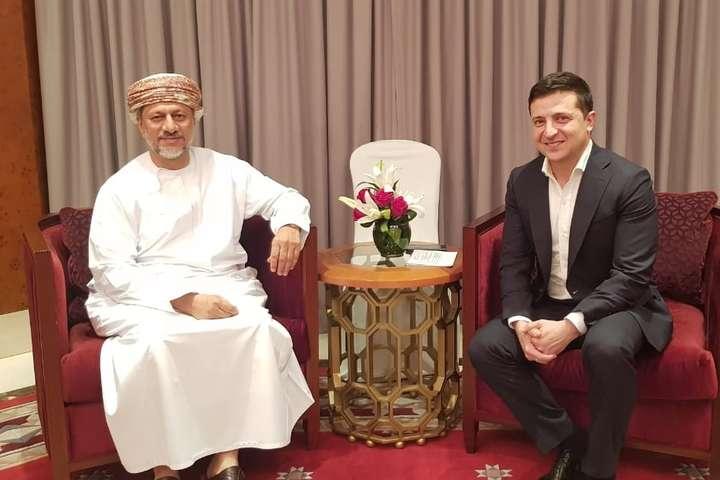ВОфісі президента неповідомили, хто літав зВолодимиром ЗеленськимуОман - Зеленський літав в Оман за приватні кошти, але в Офісі президента не знають деталей