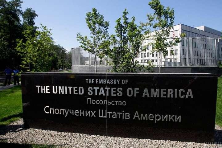 Точно не відомо, скільки співробітників посольства допитали, адже там працюють понад 300 осіб - Слідчі Держдепу допитали сотні співробітників посольства США в Україні – ЗМІ