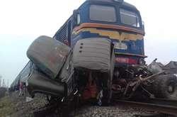 Фото: — На залізничному переїзді при в'їзді в місто Тячів 27 січня сталося зіткнення потягу з автомобілем