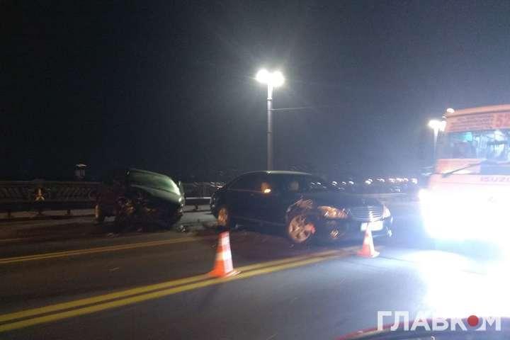 На мосту Патона ввечері 27 січня сталась масштабна ДТП — Масштабна аварія на мосту Патона: п'ять автівок зіткнулися та заблокували рух (фото)