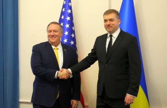 Міністр оборони України провів зустріч з Державним секретарем США - Помпео обговорив із Загороднюком Операцію Об'єднаних сил на Донбасі
