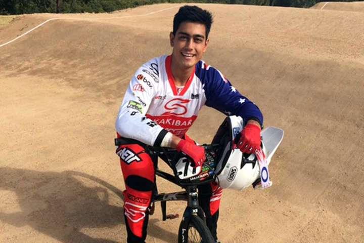 Велогонщик Сакакібара після травм голови, отриманих на змаганнях, був введений у штучну кому