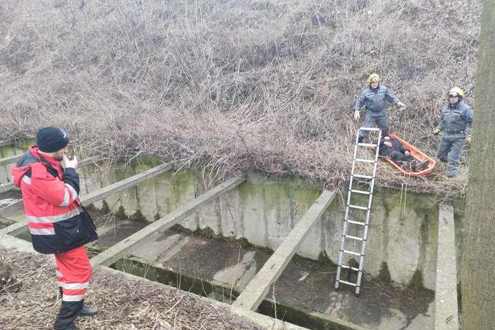 <p>Чоловік знаходився у важкодоступному місці біля русла річки Либідь</p> <p> — У Києві чоловік впав з насипу і три дні пролежав біля річки (фото)»></p></div> <div class=