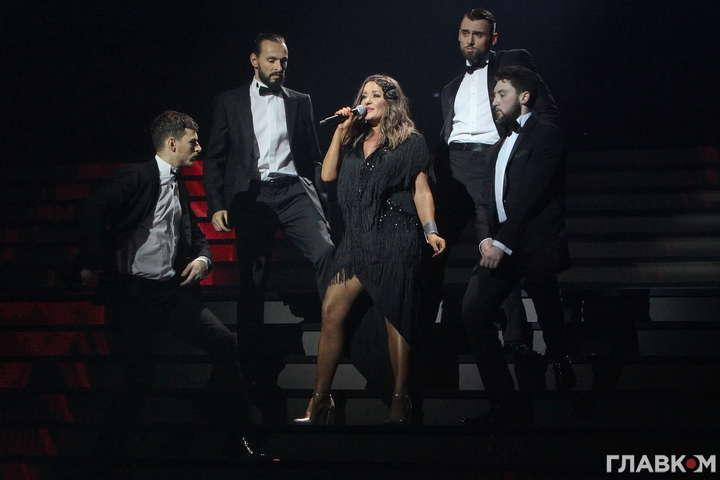 Могилевская показала стройные ноги на сцене «Украинской песни года»
