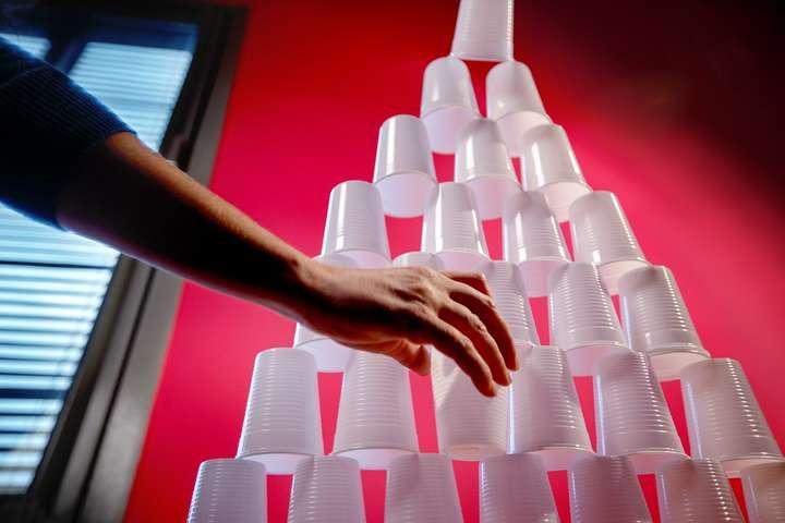 Рада торік придбала 16 км одноразових стаканчиків, або 171 тисячу штук