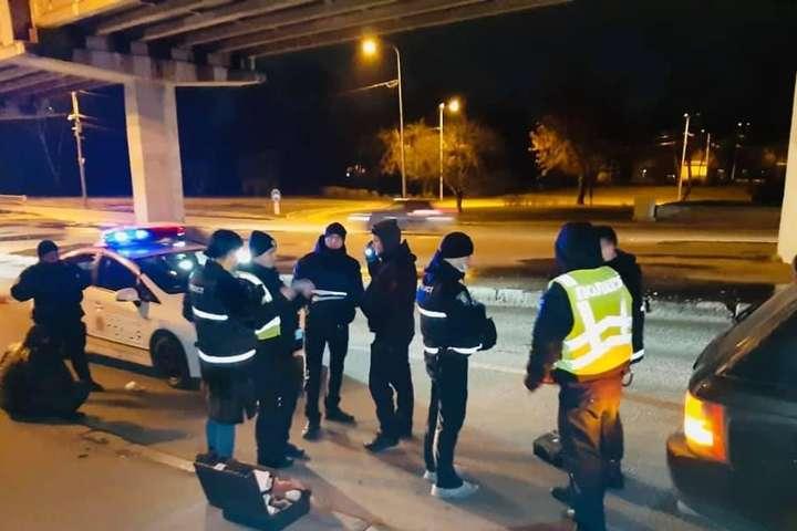 Поліція зупнила втікача на мосту Метро - Стрілянина в Києві: відкрито провадження щодо озброєного втікача (фото, відео)