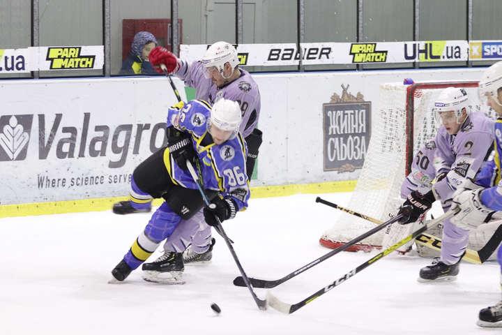 Херсонці перемогли киян 8:2 - Хокейний матч між «Дніпром» і «Вовками» у Херсоні завершився масовою бійкою (відео)