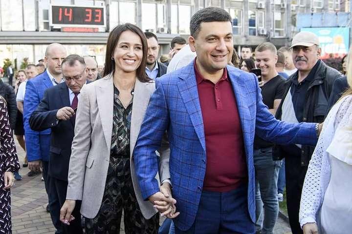 <p>Елена и Владимир поженились в 1997 году</p> <div></div> <p> — «Люблю»: Гройсман растрогал сеть фото с женой»></p></div> <div class=
