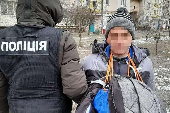 Грабіжників затримали відразу після скоєння злочину - Поліція зловила на столичній Троєщині грабіжників-«альпіністів» (фото, відео)