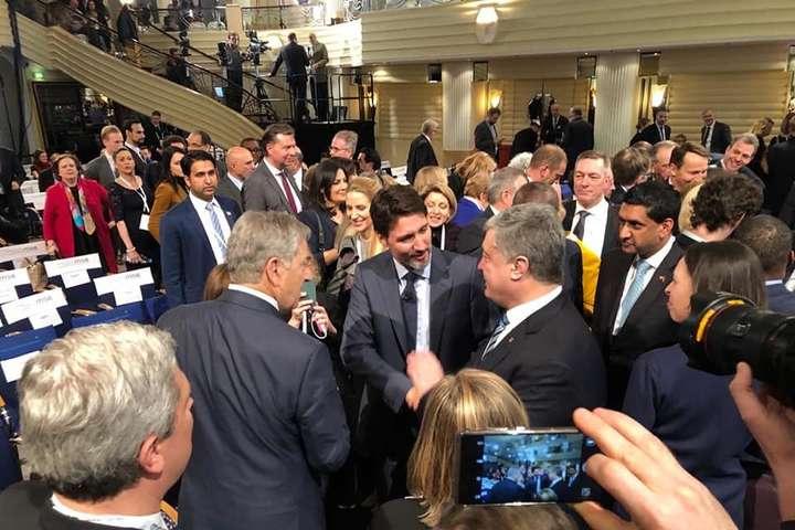 Петро Порошенко в Мюнхені обговорив із партнерами санкції проти Росії - Порошенко в Мюнхені обговорив із партнерами санкції проти Росії: треба боротися за Україну