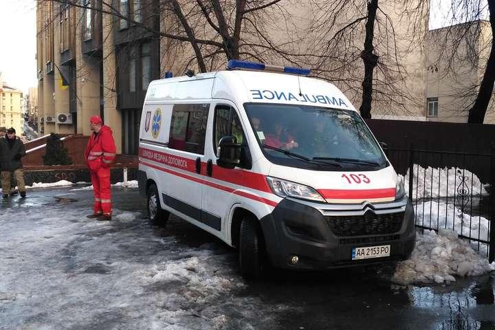 У Києві у підвалі будинку знайшли понівечений труп жінки