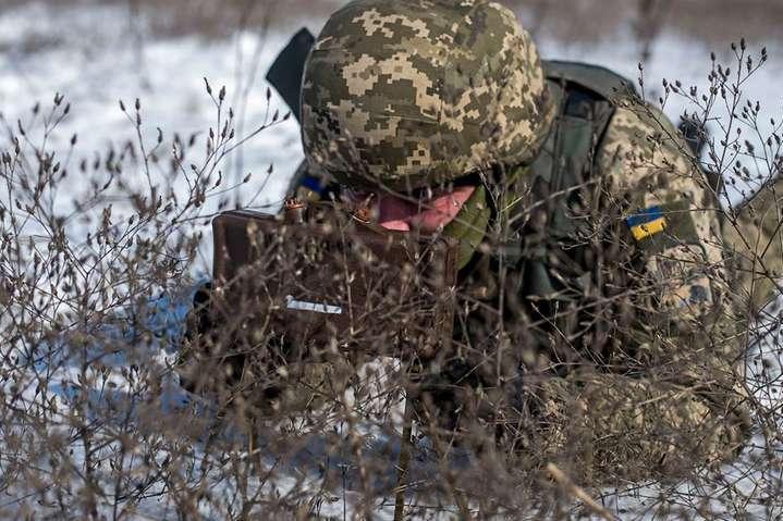 14 лютого внаслідок ворожих обстрілів один український захисник отримав поранення - Доба на Донбасі: поранений український військовий