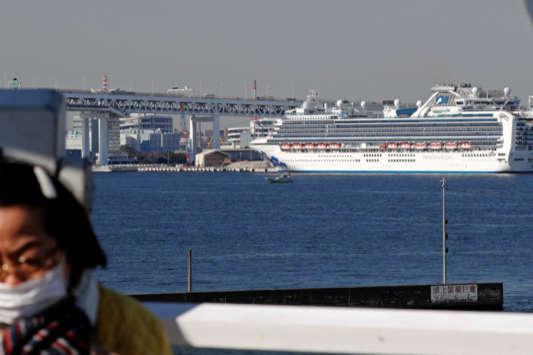 <p>Круїзний лайнер Diamond Princess</p> - Ситуація з коронавірусом на лайнері Diamond Princess погіршується, американці евакуюють своїх громадян