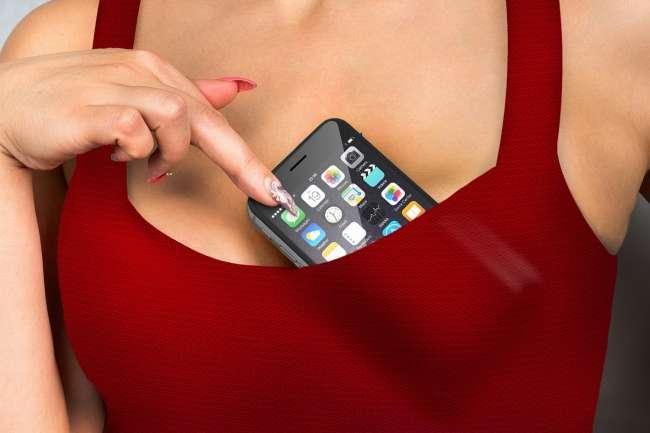 Фахівці розповіли, де небезпечно для здоров'я тримати свій смартфон