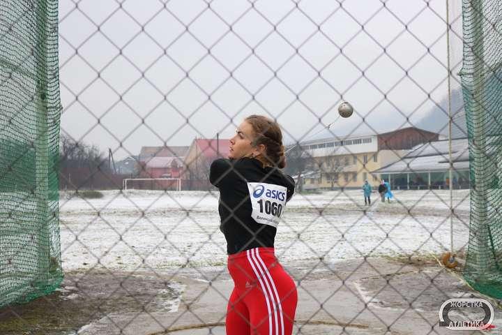 Ірина Климець здобула перемогу з першої ж спроби - Золото і олімпійський норматив: тріумф метальних грандів на чемпіонаті України під снігом і дощем (фото)