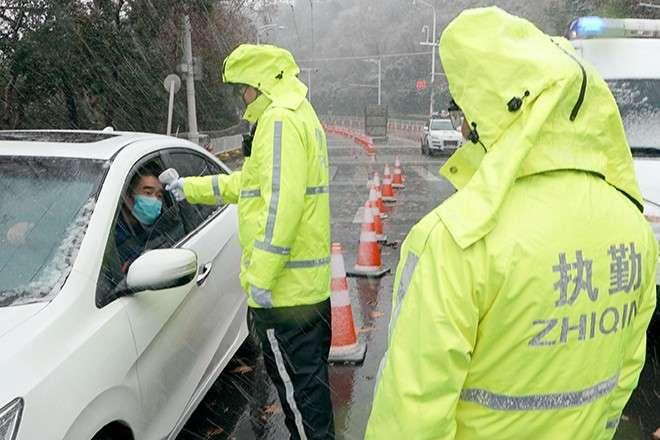 Спалах коронавірусу: у провінції Хубей заборонили користуватися автомобілями