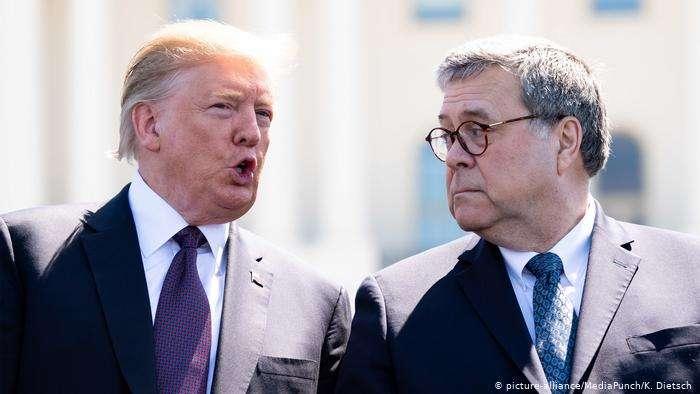 Дональд Трамп та Вільям Барр - У США вимагають відставки генпрокурора