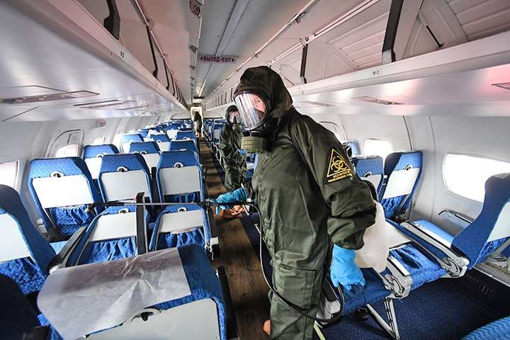 <p>Після приземлення літак відразу відправлять на санітарну стоянку, а митні процедури будуть здійснюватися у костюмах біозахисту</p>