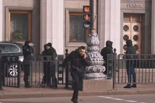 Давид Арахамія перебігав дорогу біля Верховної Ради - «Виборці скажуть, що я погана людина»: Арахамію спіймали на порушенні правил дорожнього руху