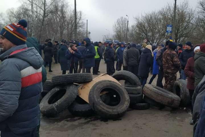Саме так виглядають протести уНових Санжарах на Полтавщині — Коронавірусні протести, або «Ласкаво просимо до Росії»