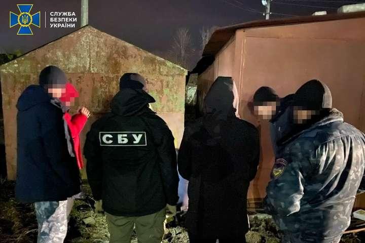 На Житомирщині двоє ділків намагалися продати 30 кг високотоксичної металевої ртуті (фото)